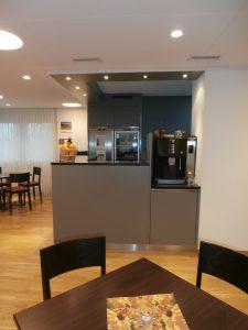 Cafeteria mit Kaffeemaschine